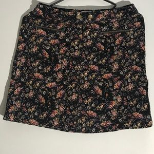 Mossimo Women's Sz 2 mini skirt corduroy